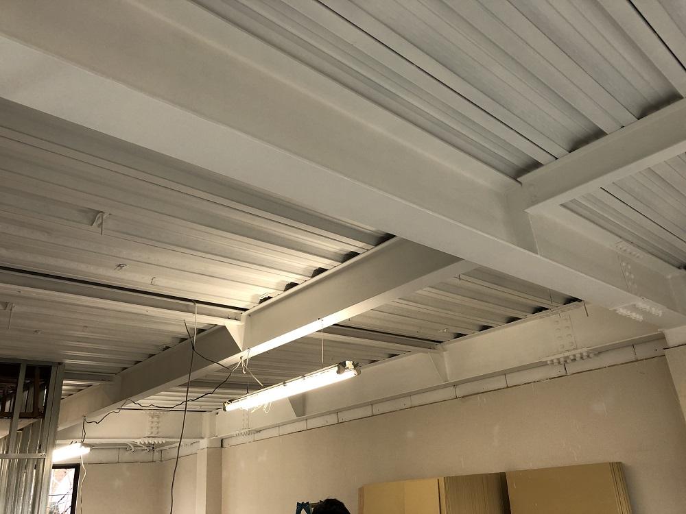 美容室 天井吹付けと設備工事